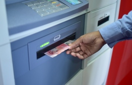 (FILE) Money is being withdrawn from a BML ATM: 32 workers had received less than their salaries -- Photo: Mihaaru