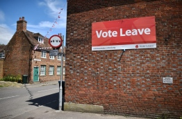 A 'Vote Leave' sign is seen on the side of a building in Charing on June 16, 2016 urging people to vote for Brexit in the upcoming EU referendum.Britain goes to the polls in a week on June 23 to vote to leave or remain in the European Union. / AFP PHOTO / BEN STANSALL