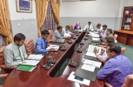 Members of the parliamentary finance committee pictured during the sit-down on Tuesday. MIHAARU PHOTO/NISHAN ALI
