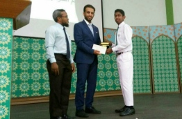 Embassy of Saudi Arabia's official awards the gift of appreciation to Adam Mishal (R).