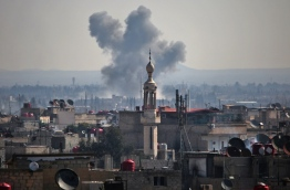 Smoke billows following a reported air strike on March 7, 2017, in the rebel-held town of Utaya, in the eastern Ghouta region on the outskirts of the capital Damascus. / AFP PHOTO / AMER ALMOHIBANY