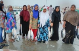 Women of B.Goidhoo pose for picture after fishing. PHOTO/EYDHAFUSHI OFFICE