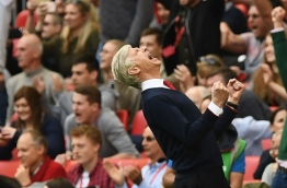 Arsenal's French manager Arsene Wenger celebrates victory after the FA Cup semi-final football match between Arsenal and Manchester City at Wembley stadium in London on April 23, 2017. / AFP PHOTO / Justin TALLIS / NOT FOR MARKETING OR ADVERTISING USE / RESTRICTED TO EDITORIAL USE