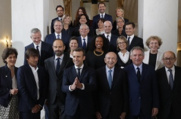 French President Emmanuel Macron appointed his first cabinet mixing Socialists, centrists and rightwingers with newcomers to politics as he pressed ahead with plans to create a broad governing coalition. / AFP PHOTO / POOL / PHILIPPE WOJAZER