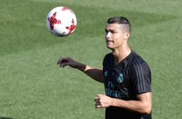 Real Madrid's Portuguese forward Cristiano Ronaldo takes part in a training session at Real Madrid sport city in Madrid on August 15, 2017, on the eve of the Spanish SuperCup second leg football match Real Madrid CF vs FC Barcelona. / AFP PHOTO / JAVIER SORIANO