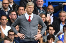 Arsenal's French manager Arsene Wenger looks on from the touchline during the English Premier League football match between Chelsea and Arsenal at Stamford Bridge in London on September 17, 2017. / AFP PHOTO / Ben STANSALL / RESTRICTED TO EDITORIAL USE. No use with unauthorized audio, video, data, fixture lists, club/league logos or 'live' services. Online in-match use limited to 75 images, no video emulation. No use in betting, games or single club/league/player publications. /