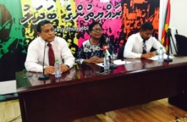 Male's Mayor Shifa Mohamed (C) speak at an opposition press conference about the government's controversial distribution of flats in its first social housing project. PHOTO/MIHAARU