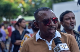 Mid-Henveiru MP Ali Azim speaking to the press during a rally. PHOTO / MIHAARU