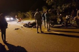 Peopl gathered at the site of an accident in Fuvahmulah. PHOTO/SOCIAL MEDIA