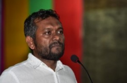 Gan MP Fayyaz Ismail speaks at MDP rally objecting to the Maldives-China FTA. PHOTO: HUSSAIN WAHEED/MIHAARU