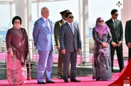 President Abdulla Yameen (R-2) and first lady Fathimath Ibrahim (R), with Malaysian prime minister Najib Razak (L-2) and his wife Rosmah Mansor at the official welcome ceremony held in front of the Republic Square in Male. PHOTO/PRESIDENT'S OFFICE