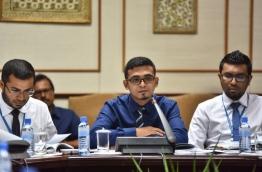 Finance minister Ahmed Munawar (C) speaks at parliamentary budget review committee meeting. PHOTO: HUSSAIN WAHEED/MIHAARU