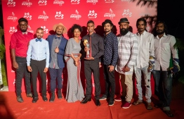 Paradise Island Resort, May 5, 2018: Runner Hassan Saaid (C) poses for picture with Detune Band on the red carpet of Mihaaru Awards. PHOTO/IMAGES.MV