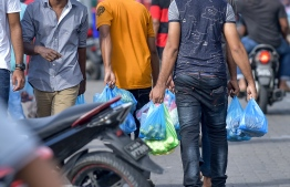 Male City, May 16, 2018: People with their food and produce purchases on the first day of the Islamic holy month of Ramadan. PHOTO: NISHAN ALI/MIHAARU
