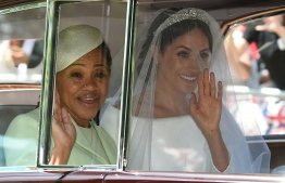 Meghan Markle (R) and her mother, Doria Ragland, arrive for her wedding ceremony to marry Britain's Prince Harry, Duke of Sussex, at St George's Chapel, Windsor Castle, in Windsor, on May 19, 2018. / AFP PHOTO / Oli SCARFF