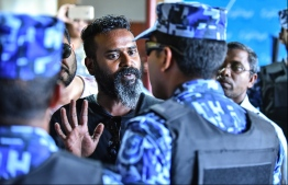 A citizen confronting Special Operations Officers. PHOTO: HUSSAIN WAHEED/MIHAARU