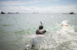 "French marathon swimmer Benoit ""Ben"" Lecomte, takes the start of his attempt of swimming across the Pacific Ocean in Choshi, Chiba prefecture on June 5, 2018.  Ben Lecomte dived into the Pacific Ocean on June 5, kicking off an epic quest to swim 9,000 kilometres (5,600 miles) from Tokyo to San Francisco, through shark-infested waters choking with plastic waste.  / AFP PHOTO / Martin BUREAU"