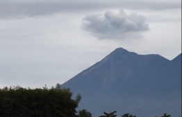 Picture of the Fuego Volcano taken from Antigua, Sacatepequez departament, 45 km southeast of Guatemala City on June 6, 2018.  New explosions boomed from Guatemala's fearsome Fuego volcano on Wednesday, unleashing fresh torrents of molten mud and ash down slopes where officials said 75 people had been killed and 200 were still missing. / AFP PHOTO / ORLANDO ESTRADA