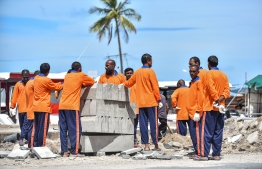 Male Jail prisoners working on the Ministry of Housing initiated road construction project near Marry Brown restaurant in the capital Male on June 10, 2018. PHOTO: NISHAN ALI / MIHAARU