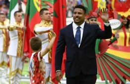 Brazilian football ledgend Ronaldo waves during the Opening Ceremony before the  the Russia 2018 World Cup Group A football match between Russia and Saudi Arabia at the Luzhniki Stadium in Moscow on June 14, 2018. / AFP PHOTO / Alexander NEMENOV /