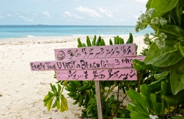 A sign post by the Lhaviyani Velaa Beach, advocating against littering. PHOTO: HAWWA AMAANY ABDULLA / THE EDITION