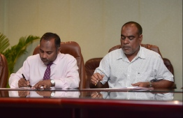 Dr Mohamed Ziyad Bagir affirmed in the signing ceremony with SJ Construction that the Zikra Mosque would be completed by Ramadan this year. PHOTO: HUSSAIN WAHEED/MIHAARU.