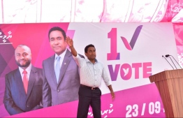 President Abdulla Yameen during his campaign stop at Aa.Thoddoo. PHOTO/PRESIDENT'S OFFICE