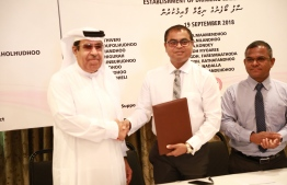 Environment Minister Thoriq Ibrahim and Water Engineering Services FZE's Director Mohamed Abdul Karim Mohamed Al Dhashti sign agreement to establish water facilities in 32 islands across Maldives. PHOTO/ENVIRONMENT MINISTRY