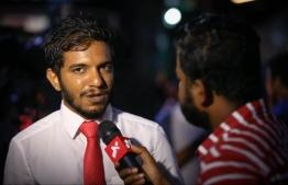 Moosa Siraj, the lawyer of former Vice President Ahmed Adheeb, speaks to the press. PHOTO/MIHAARU