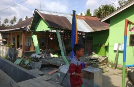 This handout photograph taken and released on September 28, 2018 by Indonesia's National Agency for Disaster Management (BNPB) shows a collapsed house following an earthquake in Donggala, Central Sulawesi.  Indonesia was rocked by a powerful 7.5 magnitude earthquake on September 28, just hours after at least one person was killed by a collapsing building in the same part of the country.   / AFP PHOTO / BNPB / Handout /