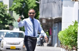 Villingili MP Saud Hussain gestures on his way to a Supreme Court hearing regarding his disqualification from the parliament. PHOTO: NISHAN ALI/MIHAARU