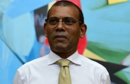 Former president of the Maldives Mohamed Nasheed is pictured as he leaves an apartment building in Sri Lanka as he prepares to return to the Maldives, in Colombo on November 1, 2018. - The Maldives top court suspended an arrest warrant for Mohamed Nasheed on October 30, paving the way for the country's first democratically elected president to return from exile next month. (Photo by LAKRUWAN WANNIARACHCHI / AFP)