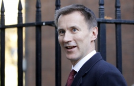 Britain's Foreign Secretary Jeremy Hunt leaves 10 Downing Street in London on November 14, 2018. - British and European Union negotiators have reached a draft agreement on Brexit, Prime Minister Theresa May's office said on November 13. (Photo by Tolga AKMEN / AFP)