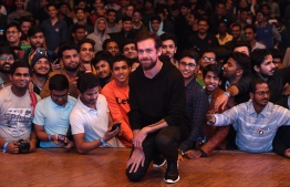 Twitter CEO and co-founder Jack Dorsey (C) poses with students after an interaction session at the Indian Institute of Technology (IIT) in New Delhi on November 12, 2018. - Dorsey hosted a town hall meeting with university students on his visit to the Indian capital New Delhi. (Photo by Prakash SINGH / AFP)