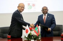 Japanese ambassador (L) exchanges documents with Maldivian foreign minister, granting Maldives MVR 40 million as foreign aid. PHOTO: FOREIGN AFFAIRS