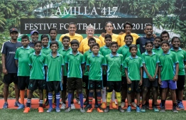 Local children from Dharavandhoo School, Baa Atoll, alongside Tim Cahill and his coaching staff during the closing ceremony of Amilla Fushi's festive football camp 2018. PHOTO: HAWWA AMANY ABDULLA/THE EDITION