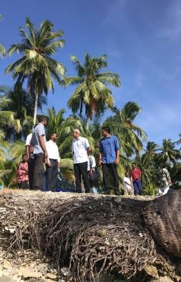 President Ibrahim Mohamed Solih and Vice President Faisal Naseem visit areas severely affected by coastal erosion. PHOTO: ONE FUVAHMULAH / FACEBOOK