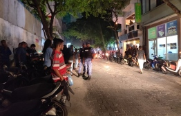 Polices stationed in front of former Vice President Ahmed Adeeb's residence. PHOTO: ASIMA NIZAR/MIHAARU