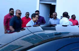Former President Abdulla Yameen Abdul Gayoom embarking on a car to travel to the police headquarters.PHOTO: HASSAN AMIR/ MIHAARU
