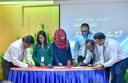 STELCO staff sign memorandum of understanding to fight against corruption and protect whistleblowers within the company. PHOTO: AHMED NISHAATH / MIHAARU