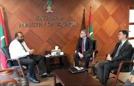 British Ambassador to Maldives James Dauris (R) meets Minister of Tourism Ali Waheed (L). PHOTO/TOURISM MINISTRY