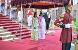 Colombo, February 5, 2019: Sri Lankan First Lady Jayanthi Pushpa Kumari and Maldivian First Lady Fazna Ahmed during the ceremony to welcome the latter and her husband, President Ibrahim Mohamed Solih, on their first state visit to Sri Lanka. PHOTO/PRESIDENT'S OFFICE