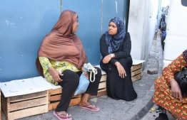 Minister of Gender, Family and Social Services Shidhatha Shareef meeting beggars at the local market area. PHOTO: MIHAARU