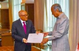 Former President Maumoon Abdul Gayoom (L) meets the Prime Minister of Malaysia, Dr Mahathir Bin Mohamed, on behalf of President Ibrahim Mohamed Solih in February 2019.