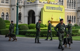 """Thai soldiers guard the Government House compound in Bangkok on March 26, 2019. - Thailand's military was accused on March 25 of rigging the country's first election since a 2014 coup, with former premier Thaksin Shinawatra and his pro-democracy party complaining of """"irregularities"""" in preliminary results. (Photo by Ye Aung THU / AFP)"""