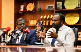 Tourism Minister Ali Waheed (R) speaks at press conference. FILE PHOTO/MIHAARU