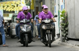 Members of the Election Commission en route to visit polling station to look into voting procedures in the 2019 Parliamentary Election 2019. PHOTO: HUSSAIN WAHEED / MIHAARU