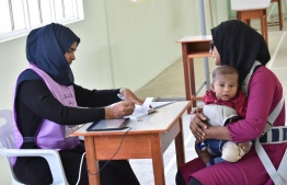 A woman with her child, at a polling station in HDh.Kulhudhuffushi. PHOTO: MOHAMED NASEEM/MIHAARU