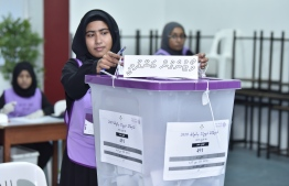 An election official closes the polling station at 0800 on April 6, in the 2019 Parliamentary Election 2019. PHOTO: NISHAN ALI / MIHAARU