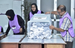 Vote counting underway. PHOTO: NISHAN ALI / MIIHAARU